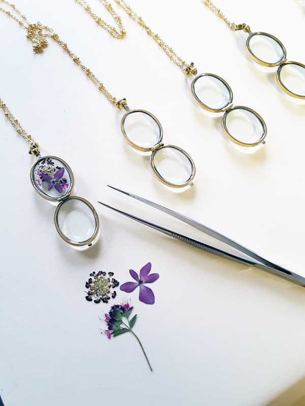 Pressed flower lockets are a beautiful gift for bridesmaids, mothers, wedding keepsake